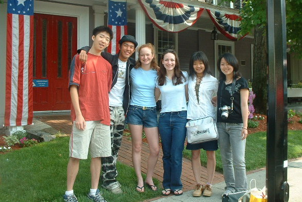 2002 Concord and Nanae students in front of Concord's Colonial Inn