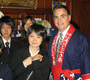 Springfield Mayor Dominic Sarno with Takikawa Junior Ambassadors